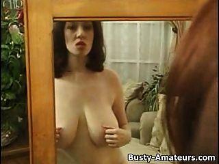 كاثرينز لعب لها الثدي و كس