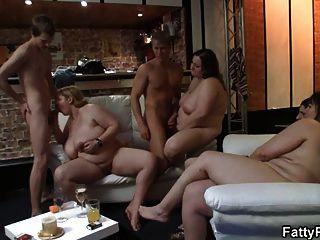 شقراء الدهنية غير مارس الجنس في شريط