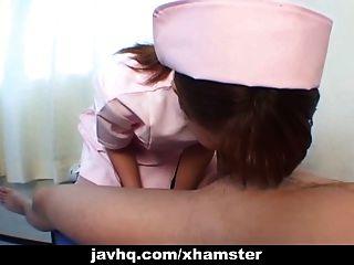 في سن المراهقة اليابانية ممرضة جيفيس لها المريض ل اللسان أونسنزوريد