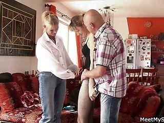 لديها 3some مع والديه القدامى