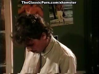 جيمي الصيف، كيم أنجلي، توم بايرون في كلاسيكي جنس مشهد