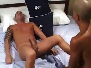 هذا هو كيف يمارس الجنس مع أصدقائك