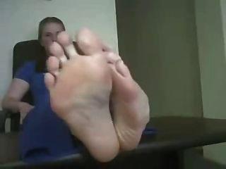 رائحة أقدام كبيرة كبيرة بوف
