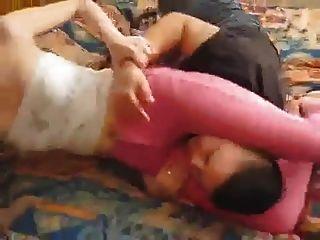 ليل لوك تمتلك لها الكلبة في الجينز الوردي