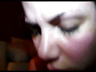 سوبر قرنية امرأة سمراء مع أصلع كس
