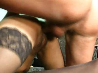 امرأة ناضجة مارس الجنس من قبل ديك كبيرة الجزء 3 (الماضي)