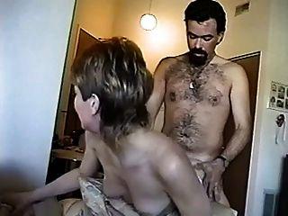 فتاة يعطي الرجل رقص مثير ثم يعطي له الديك ضخمة بج