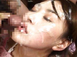 سميكة نائب الرئيس الأحمال على وجهها وفي عينيها !!