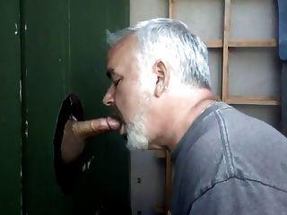اللسان و نائب الرئيس الأكل في حفرة المجد