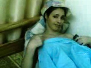 جميل كويتي فتاة يظهر لها كبير الثدي