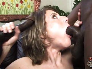 وقحة زوجة كريامبيد بواسطة اثنين من السود بينما بعل بعيدا