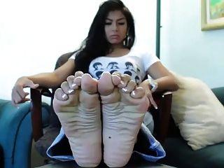 مدهش أقدام الآسيوية مع باديكير الفرنسية