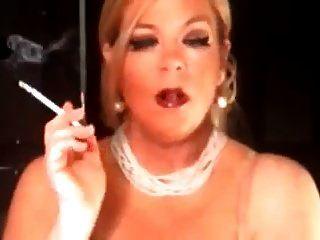 الساخنة ناضجة كوغار 120s التدخين منفردا