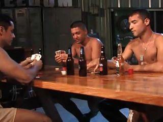 الجيش شريط لعبة البوكر مجموعة من ثلاثة أشخاص.