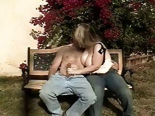 كبيرة الثدي هينتر ديم هوس
