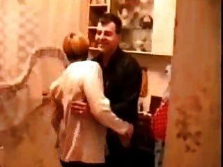 الروسية روسي في المطبخ يتحول إلى الجنس
