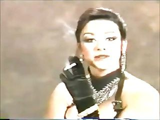 جميلة (في أحلامي) في 90s مع صنم التدخين