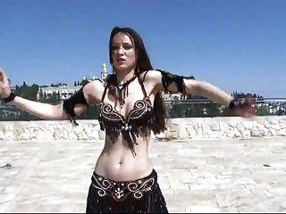 الرقص الشرقي الساخن