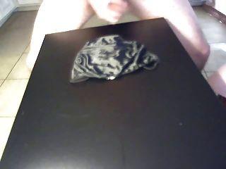طلقة ضخمة على الأسود الحرير فيكتوريا سراويل سرية