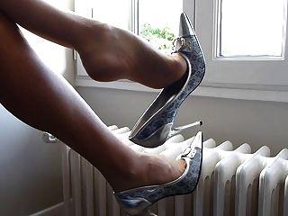 تتدلى مع أحذية الفضة وجوارب طويلة أولتراشير