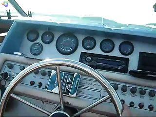 فرخ السمين لديه متعة على متن قارب