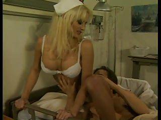 مثير ممرضة يحب التحايل على مرضاهم