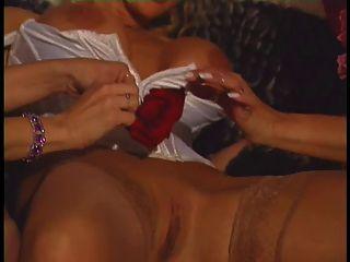 3 كبير حلمة الثدي مثليات في تدخين حار عمل