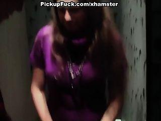 التقاط فاتنة سخيف الصعب في مرحاض