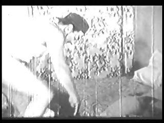 امرأة مع الحمار كبيرة و الثدي يعطي رئيس و يفعل ذلك اسلوب هزلي في القديمة b \u0026 w مقطع