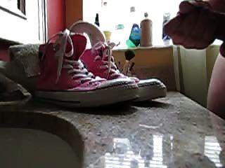 سلو مو نائب الرئيس على أحذية رياضية (الوردي محادثات الطهاة.)