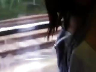الزوج الحار، في قطار