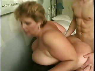 الجدة مع كبير الثدي الملاعين الشباب الرجل