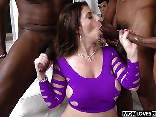أمي سارة جاي جيتس مارس الجنس بواسطة ثلاثة كبير أسود الديوك