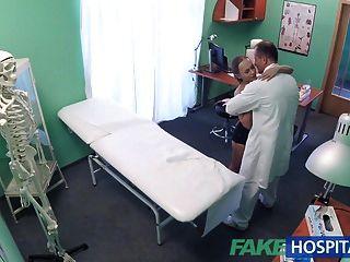 فاكيهوسبيتال جيد الجنس الثابت مع المريض بعد الزلزال