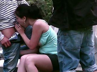 الشارع العام تحول جنسى مجموعة من ثلاثة أشخاص مع لطيف فتاة في سن المراهقة