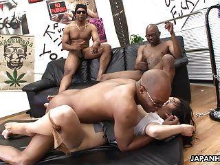 ثلاثة الرجال السود تدمير الفاسقات الآسيوية كس