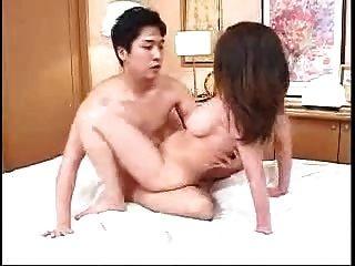 أمي اليابانية وليس ابنها يخدم بعضها البعض (غير خاضعة للرقابة)
