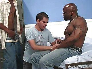 الهواة الرجل الأبيض يحصل غانغبانجد من قبل الرجال السود