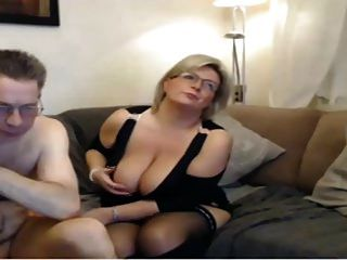 ناضجة أمي ديك كاميرا ويب الجنس مع كبير الثدي الكمال