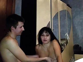 الروسية ناضجة أمي مص لها صبي