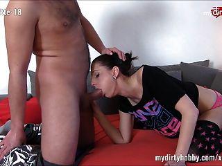 بلدي هوتي القذرة فيكسشنيت 18 جيتس مارس الجنس على ال أريكة