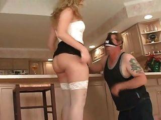 أميرة يحصل لها الحمار يمسح لها الرقيق في المطبخ