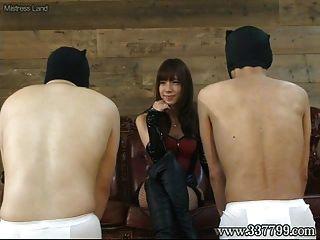 اليابانية فيمدوم تاكاكورا وجه الجلوس والوجه صفعة