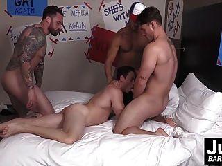 الفقراء مثير طرفة عين يحصل مارس الجنس من قبل ثلاثة ديك كبيرة الكتل