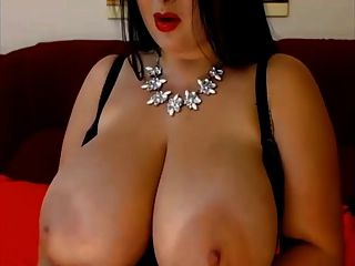 a بريمر كبير أنيق ضخم الثدي الطبيعية امرأة سمراء