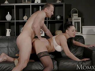 أمي كبير الثدي جبهة مورو يعطي عميق ضربة وظيفة قبل الحصول على مارس الجنس