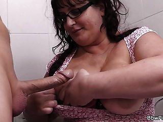 حار الدهنية التقطت و مارس الجنس في الحمام