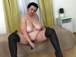 سوبر أم كبير مع كبير الثدي و جائع العضو التناسلي النسوي