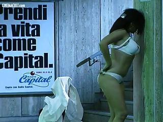 ديبورا كالي عارية من مترو ولتيمو