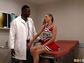 جميلة في سن المراهقة سيدني كول الملاعين الطبيب بي بي سي في ل مستشفى